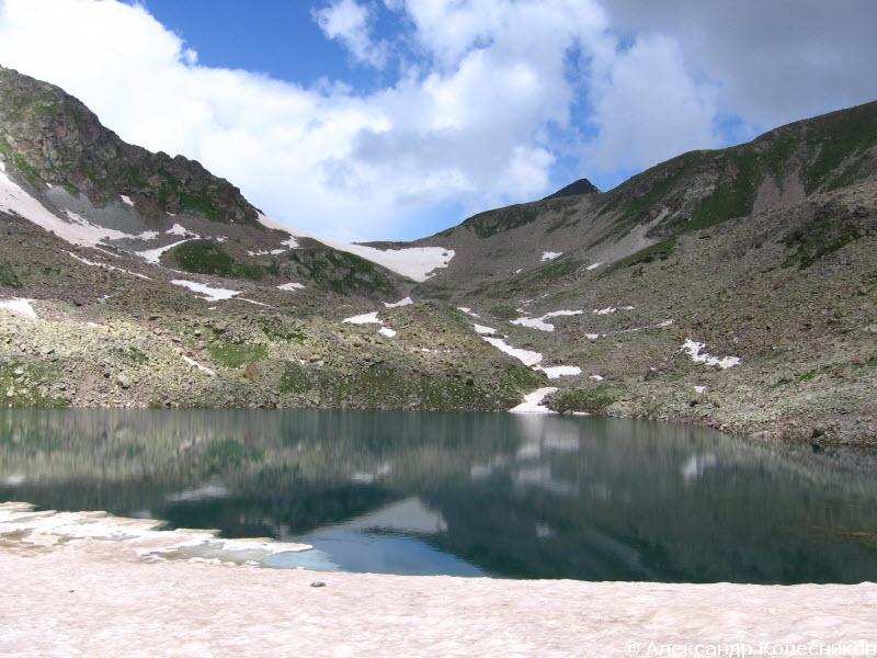 Озеро перед перевалом Айюлю