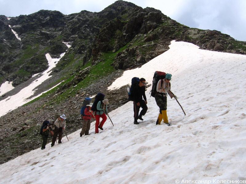 Выход на перевал по снежнику