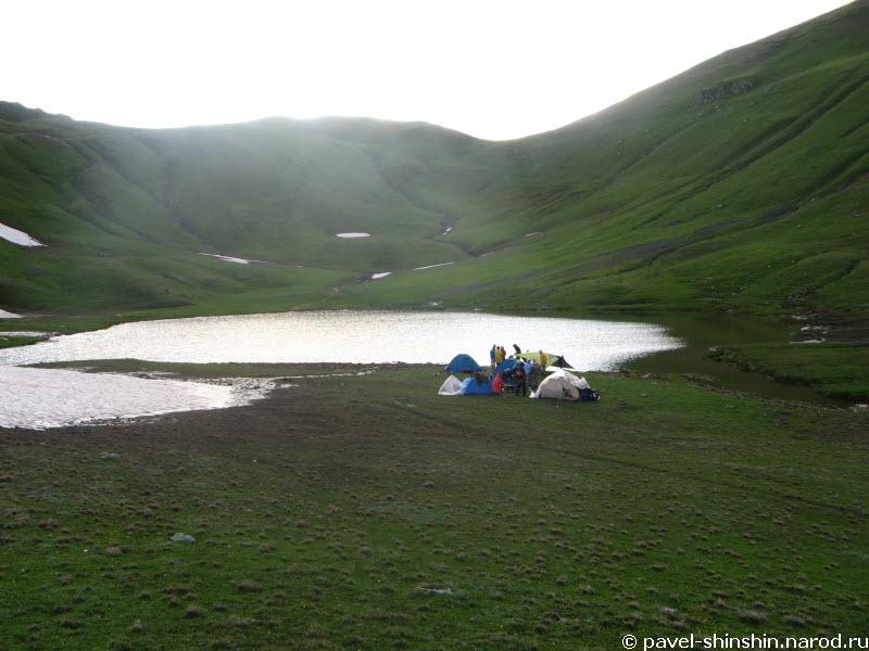 Озеро под перевалом Ацгара