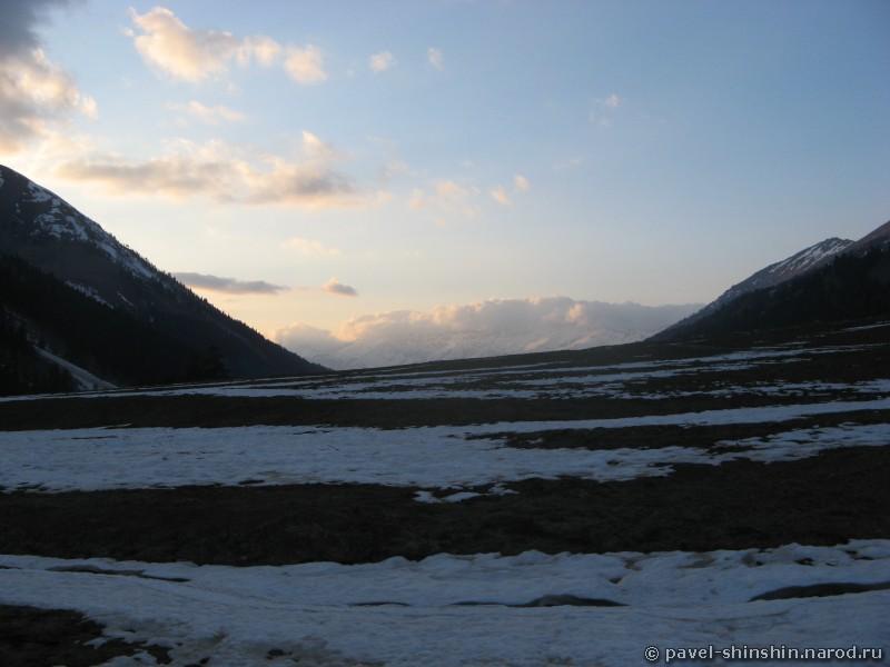 хребет Абишира-Ахуба в облаках