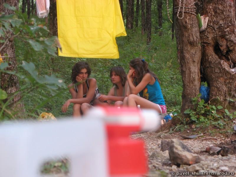 Три девицы под окном