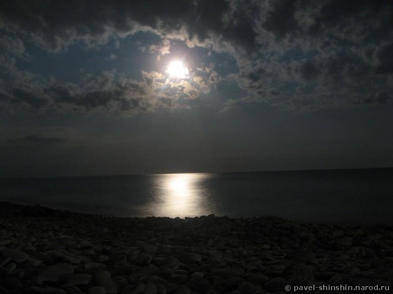 Ночь надо морем